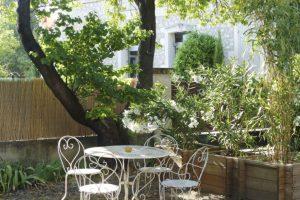 Location de vacances et saisonniere 2 chambres pour 4 personnes Alpilles Provence Eygalières avec jardin