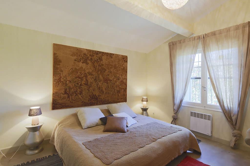 La chambre parentale Chambre lit en 180 cm, séparable en lit jumeaux- Maison 6 personnes avec piscine, vue alpilles Saint Remy de provence