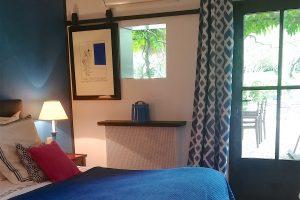 Chambre bleue avec accès terrasse