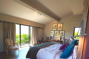 La grande suite parentale avec terrasse à l'étage
