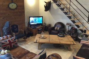 Espace salle à manger et tv