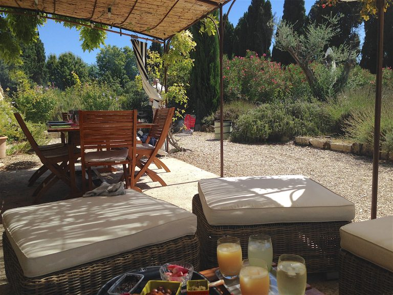 location maison vacances alpilles saint remy provence villa piscine