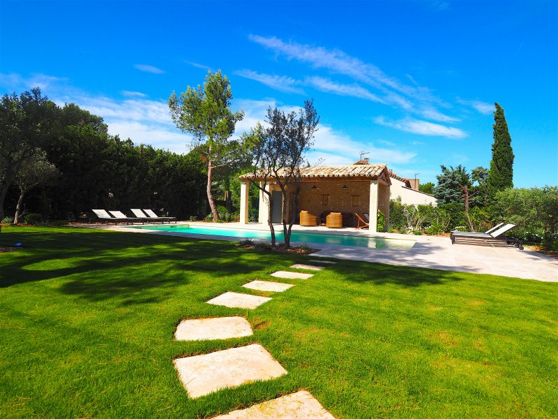 luxurious villa rentals france