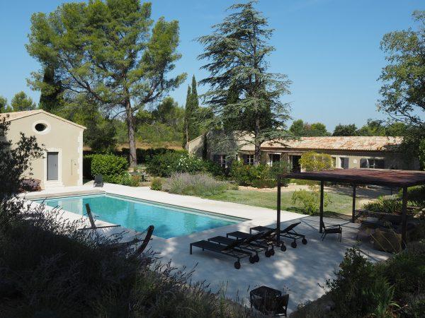 location saisonniere villa piscine fontvieille alpilles