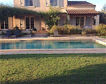 location villa saisonniere piscine fontvieille alpilles