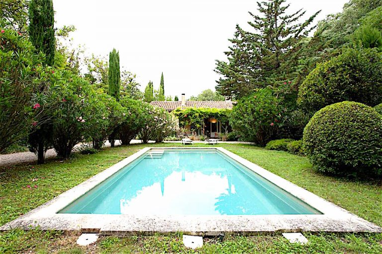location saisonnière avec piscine alpilles