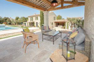 Location maison vacances piscine eygalieres provence