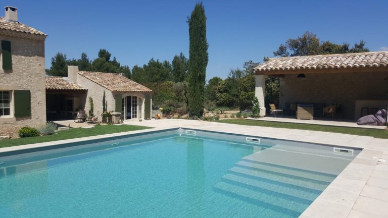 Location maison vacances piscine eygalieres alpilles