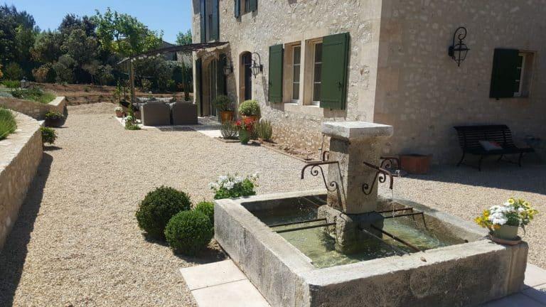 villa luxe eygalières location fontaine