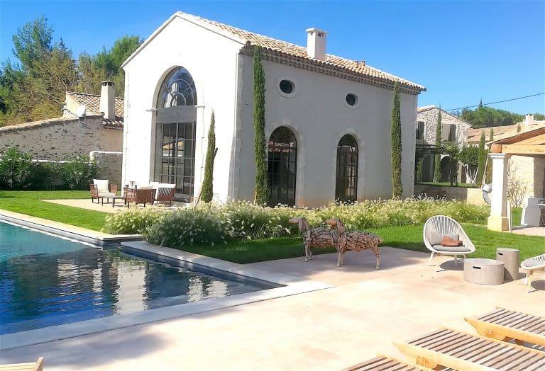 location vacances alpilles piscine jardin