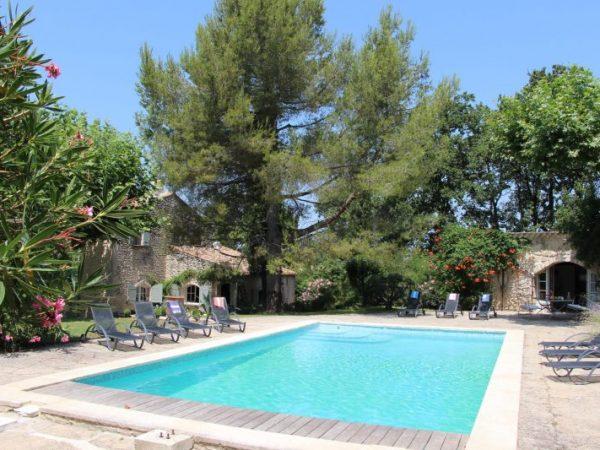 location vacances piscine alpilles