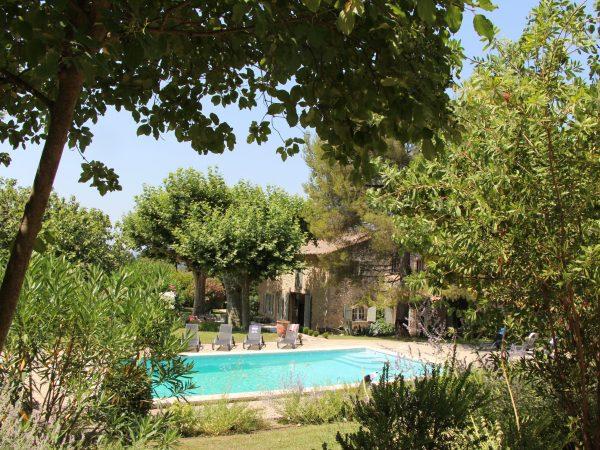 location saisonnière piscine alpilles