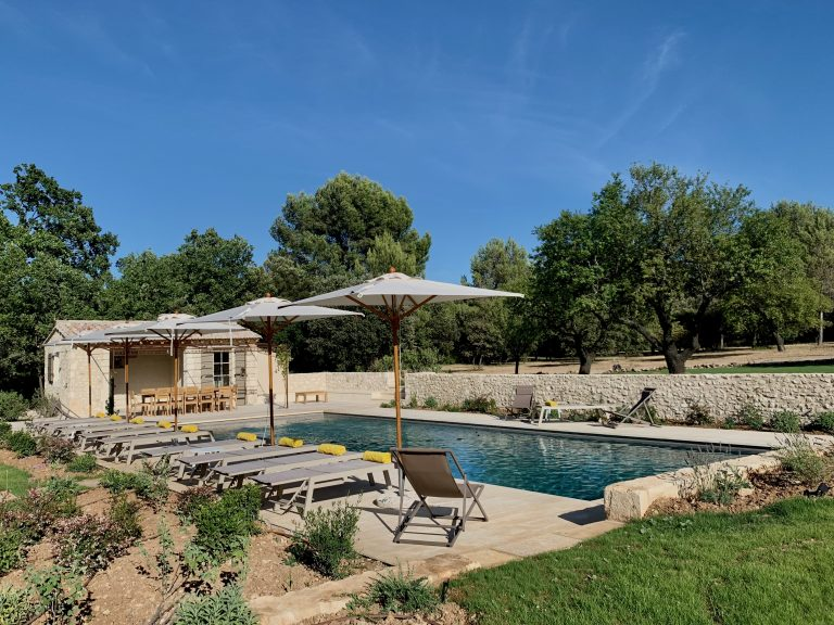 location saisonnière piscine provence