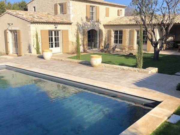 Eygalières location vacances piscine